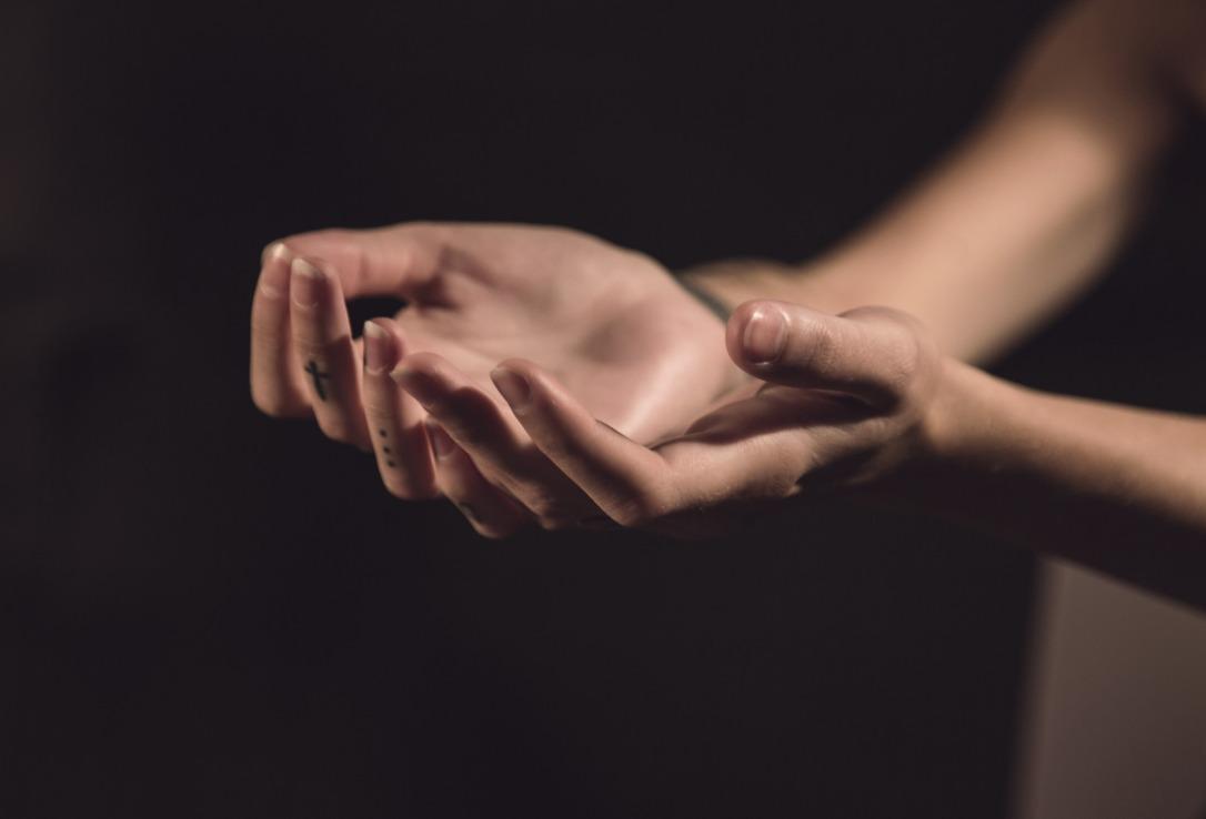 hands-1044882_1920